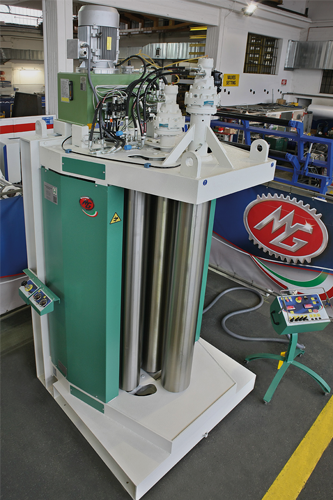 MG SRL. Aplicaciones especiales para cilindros hidráulicos